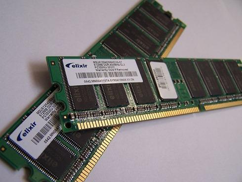 1024px-Memory_module_DDRAM_20-03-2006
