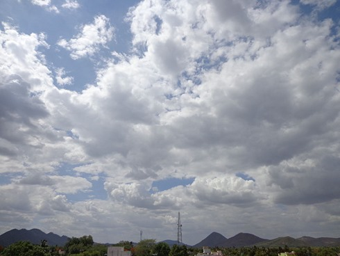 800px-Clouds_in_vellore
